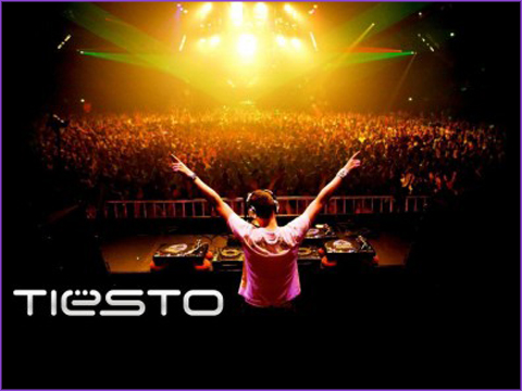 tiesto fondo 396x297 Tiesto @ UIC Pavilion in Chicago 11.20.2010 (Review, Videos, Pictures)