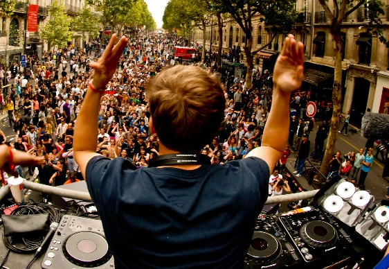 PREVIEW: Coldplay - Every Teardrop Is A Waterfall (Avicii 'Tour' Mix - Live Tomorrowland 2011)