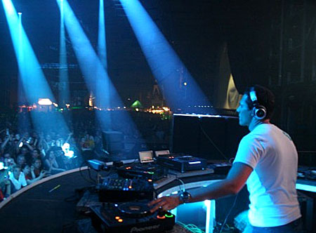 tiesto 4 NEWS: Tiesto To Play Largest DJ Event in U.S History